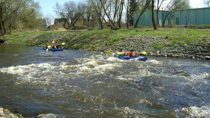 16. Spływ kajakiem. Próg wodny rzeka Parsęta Białogard ul. Kisielice